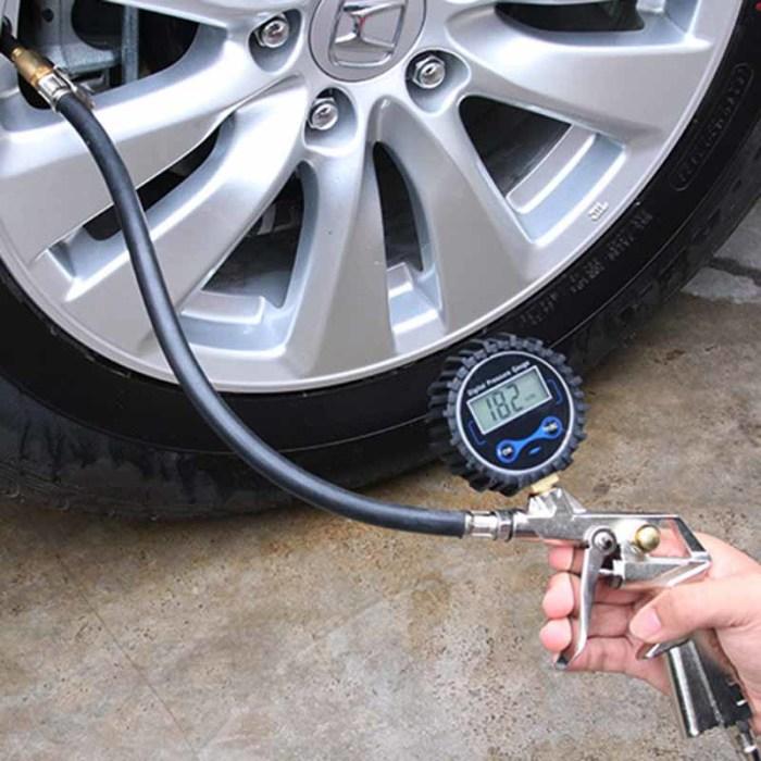 Измерение давления в шинах. | Фото: ru.aliexpress.com.