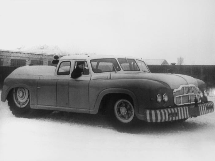 Аэродромный тягач МАЗ-541 получился настолько большим, что для его управления требовалось сразу два водителя. | Фото: autowp.ru.