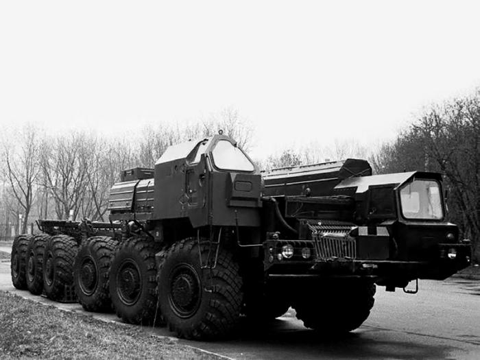 База для ракетного комплекса «Пионер» - полноприводный МАЗ-547В.