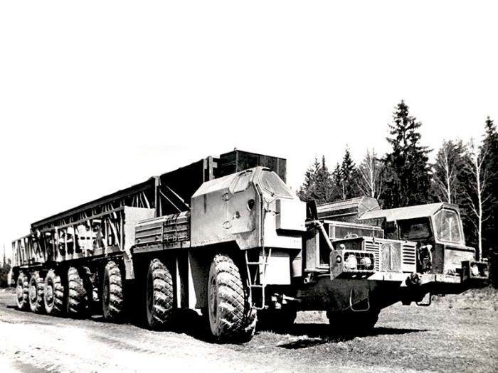 МАЗ-7912 с колесной формулой 14х12 на семи осях.