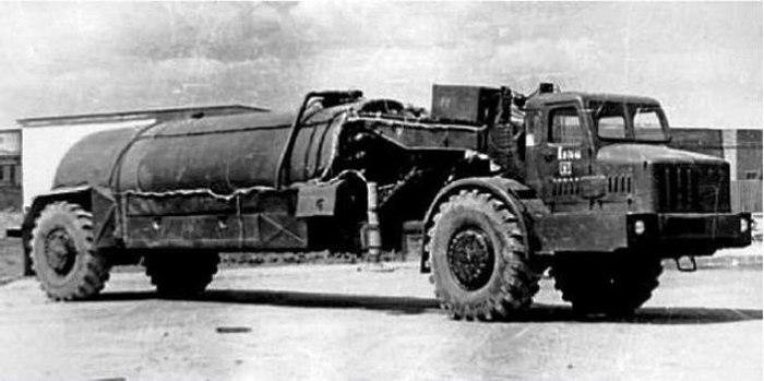 Топливозаправщик МоАЗ-529Е 1963 года. | Фото: belautoprom-g2n.jimdo.com.