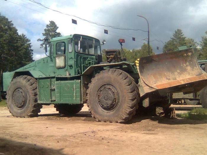 Колесный трактор МАЗ-538 с инжекторным двигателем.