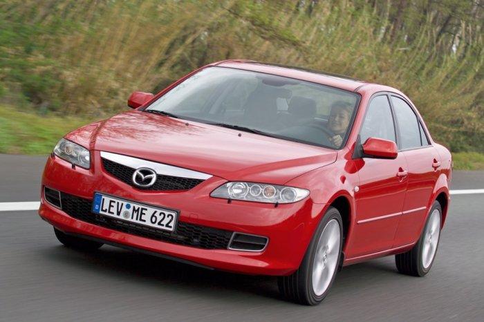 Среднеразмерный седан Mazda 6 первого поколения. | Фото: auto-data.net.