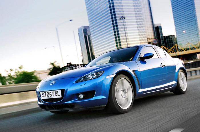 Mazda RX-8 – спорткар с роторным двигателем.