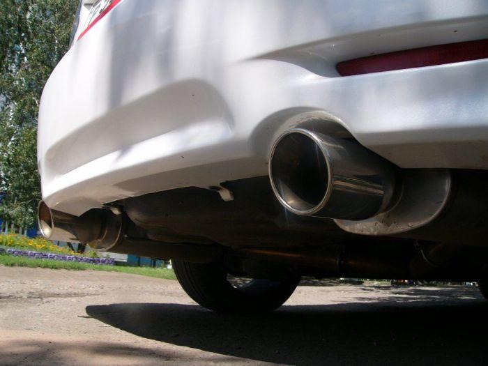 Спортивная выхлопная система автомобиля Mazda6. | Фото: forums.drom.ru