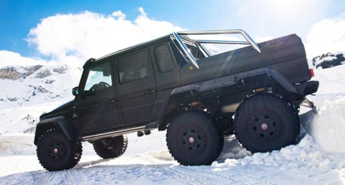 Mercedes-Benz G63 AMG 6X6 форсирует снежные кучугуры.