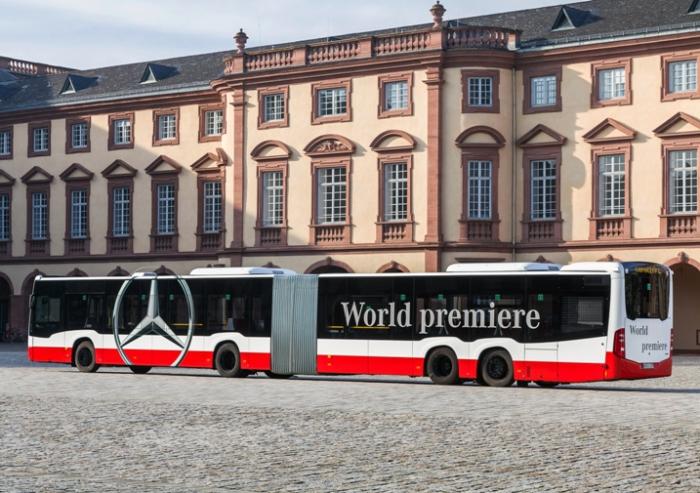 Мировой дебют самого длинного из автобусов Mercedes-Benz.