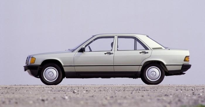 Седан Mercedes-Benz 190E - главный конкурент BMW M3.