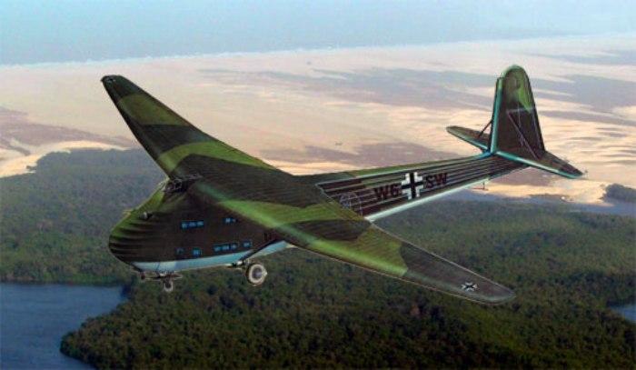 Немецкий планер Messerschmitt 321 в полете. | Фото: pro-samolet.ru.