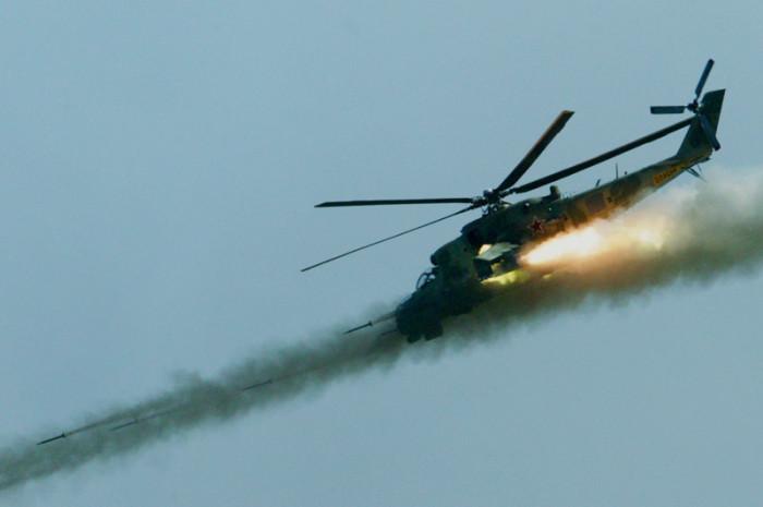 Вертолет Ми-24 штурмует ракетами наземные укрепления. Фото: nlo-mir.ru.
