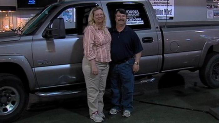 Хью Пеннингтон, его жена и Chevrolet Silverado 3500HD 2006 года.