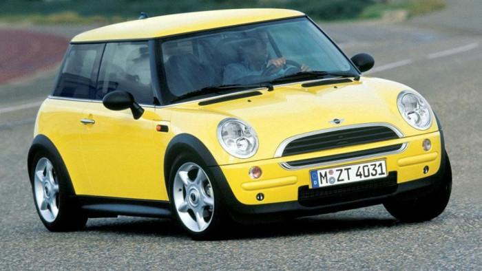 Обновленный  MINI Cooper, версия 2003 года.