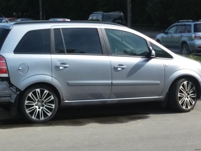 На больших семейных автомобилях низкопрофильные покрышки выглядят как нечто чужеродное. | Фото: pikabu.ru.