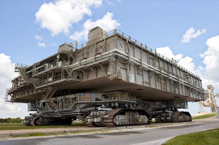 Транспортер NASA – это сложнейшее техническое сооружение для запуска космических ракет. | Фото: kiri2ll.livejournal.com.