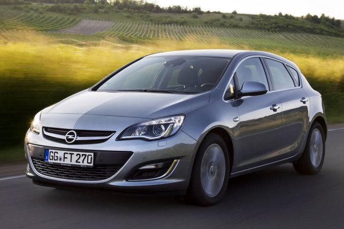 Немецкий хэтчбек Opel Astra J. | Фото: carrrsmag.com.