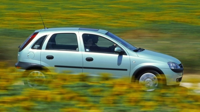 Немецкий хэтчбек Opel Corsa.