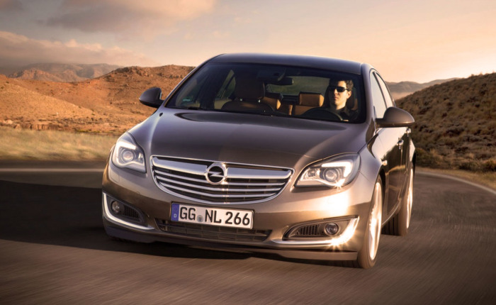 Opel Insignia - автомобиль среднего класса, продающийся в России с 2009 года.