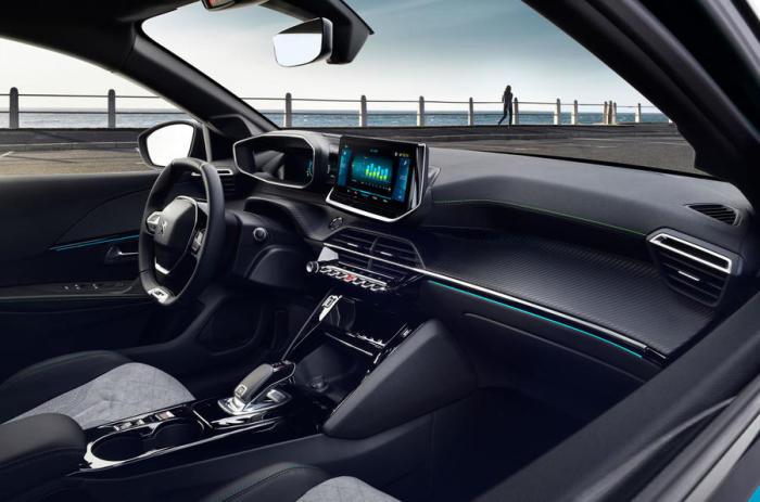 Передняя панель Peugeot 208 второго поколения. | Фото: autocar.co.uk.