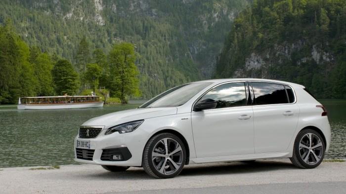Среди российских автолюбителей бытует мнение, что французские машины, такие как Peugeot 308, не отличаются большой надежностью. | Фото: youtube.com.