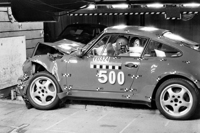 Краш-тест Porsche 964.