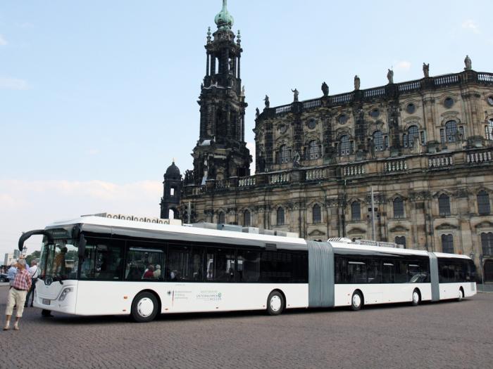 30-метровая немецкая «сосиска» на улицах Дрездена.
