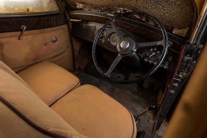 Довольно простой, по современным меркам, салон Rolls-Royce 1937 года. | Фото: lbilimited.com.