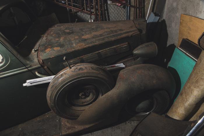 Огромный черный Packard ранее использовался как катафалк. | Фото: lbilimited.com.