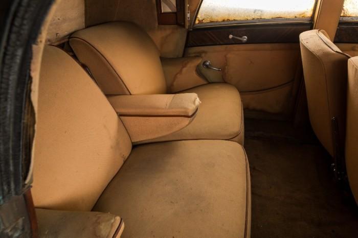 Задние сиденья Rolls-Royce 1937 года. | Фото: lbilimited.com.