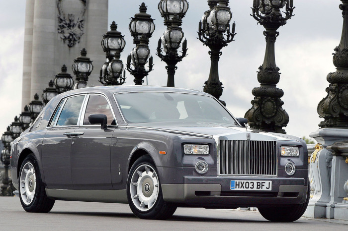 Rolls-Royce Phantom – автомобиль с 6,75-литровым двигателем V12, который «возродил» самую известную марку дорогих машин.