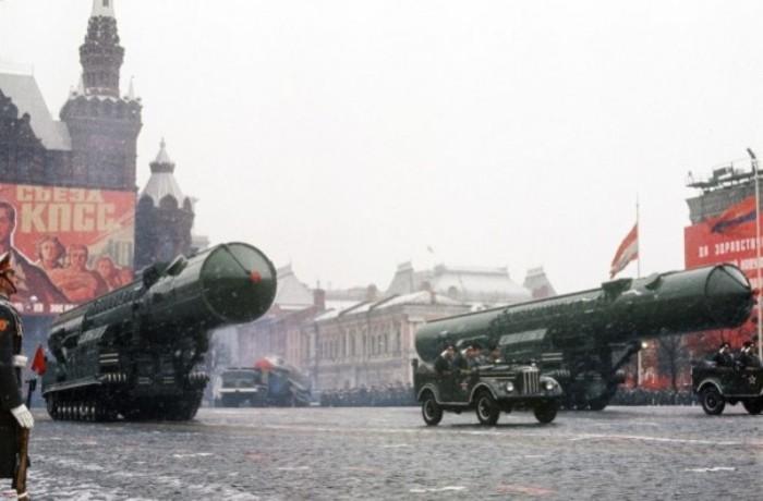 Ракеты РТ-20 на Красной площади. | Фото: e-news.su.