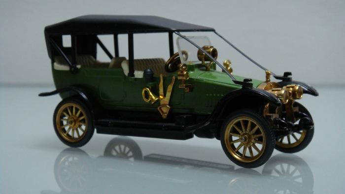Масштабная модель автомобиля Руссо-Балт. | Фото: drive2.ru.