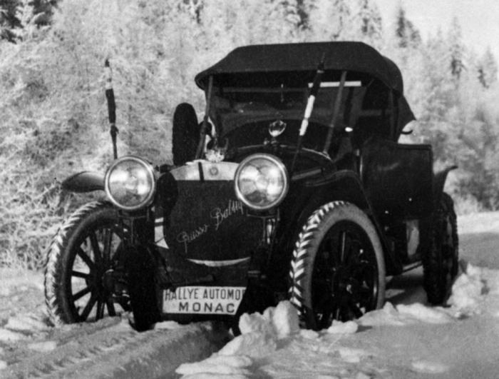 А.П. Нагель на ралли Монте-Карло 1912 года управляет «Руссо-Балтом» С24/30. | Фото: autowp.ru.
