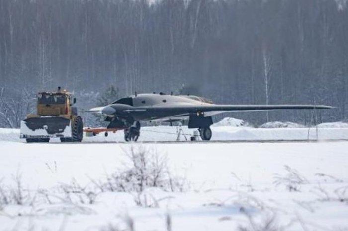 Первые шпионские фотографии боевого дрона С-70 «Охотник». | Фото: vpk.name.