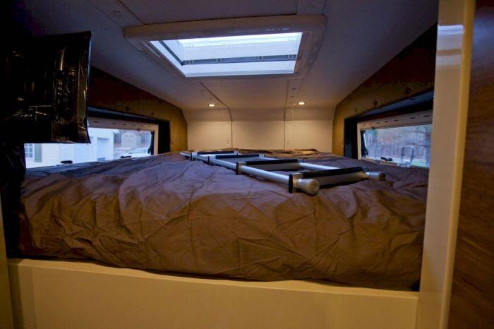 Двуспальная кровать над кабиной «Амурского тигра».