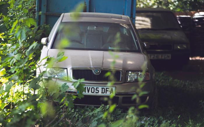 Skoda Superb 2006 года – самый «свежий» автомобиль в коллекции Марка Торока. | Фото: autocar.co.uk.