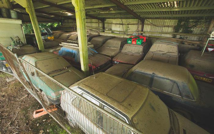 Амбар на ферме Марка Торока, где он хранит многие из своих машин. | Фото: autocar.co.uk.