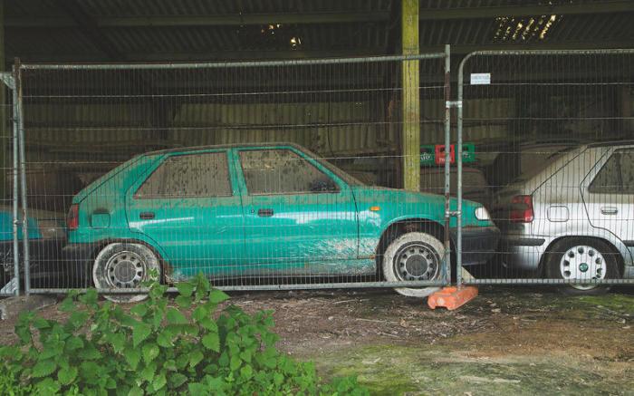 По крайней мере, машины спрятаны под крышей. | Фото: autocar.co.uk.