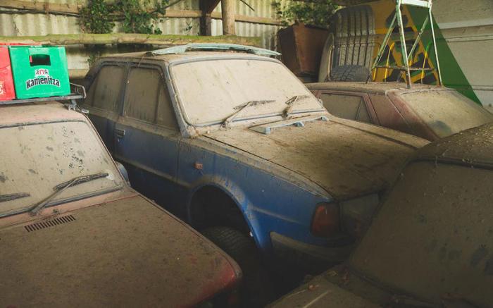 Автомобили припали пылью, но все они в неплохом техническом состоянии. | Фото: autocar.co.uk.