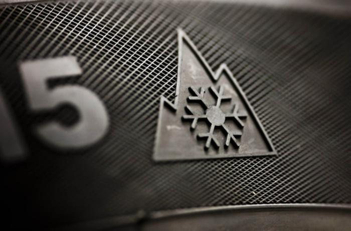 Обозначение зимних шин для езды по снегу.