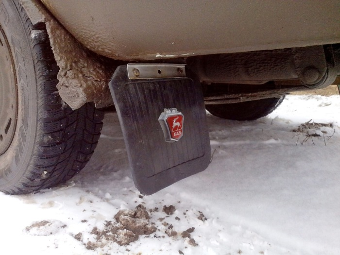 Здесь еще один значок ГАЗ уж точно кто-то да заметит. | Фото: drive2.ru.