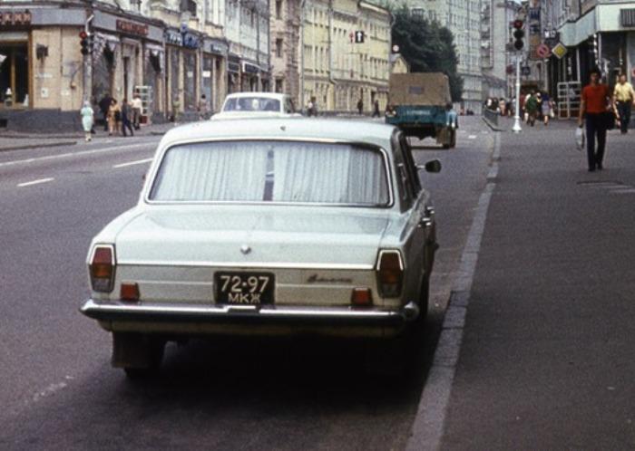 «Элитные» шторки на простом советском автомобиле. | Фото: feldgrau.info.