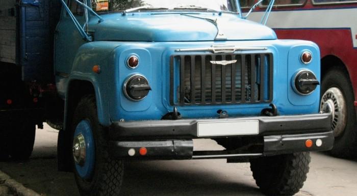 На грузовом ГАЗоне эмблема «Запорожца» выглядит настоящим украшением. | Фото: kolesa.ru.