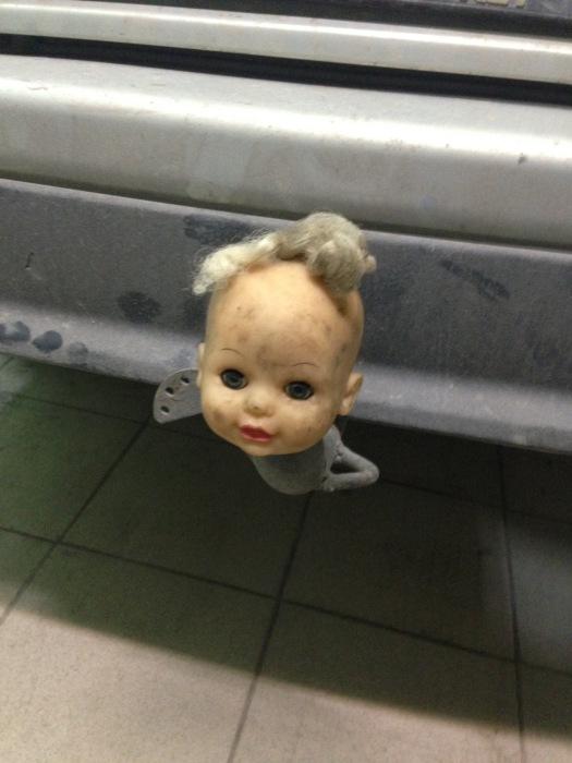 Самый распространенный вариант – голова девочки-пупса. | Фото: drive2.ru.