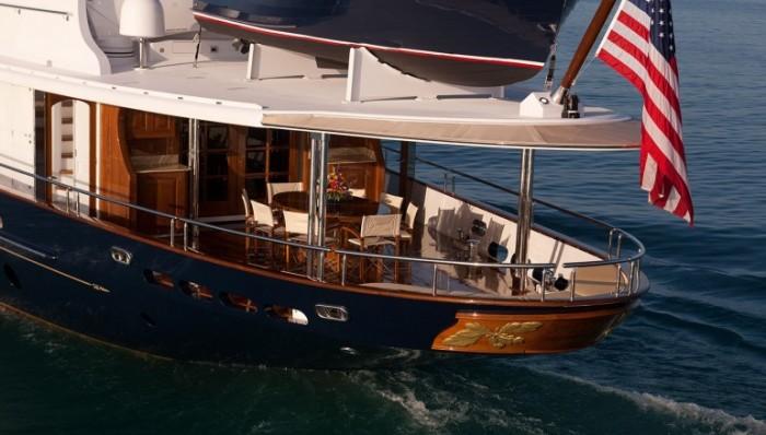 Столовая на корме яхты Sycara IV.