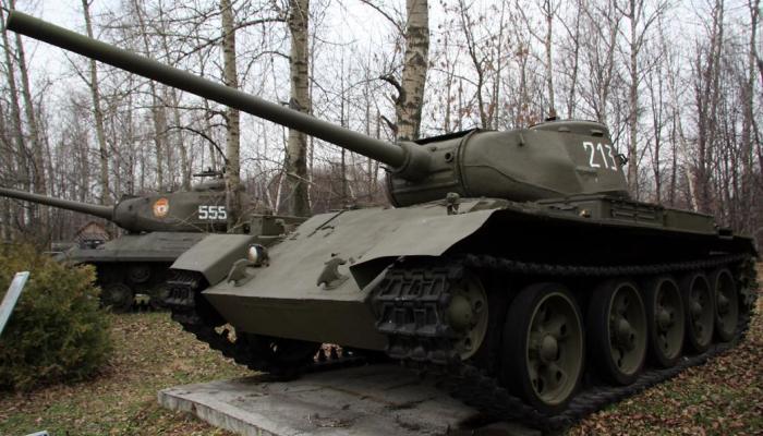 Танк Т-44 – это не копия Т-34, а совершенно новая машина. | Фото: voennoe-obozrenie.ru.