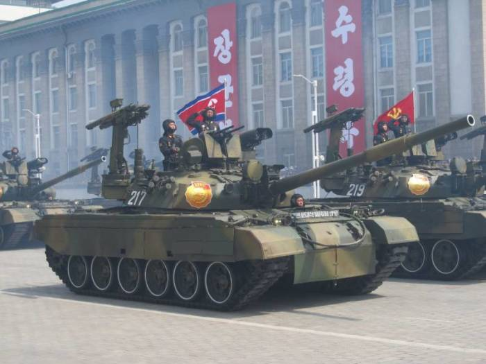 «Чонма-216» - копия советского танка Т-62 на службе вооруженных сил КНДР. | Фото: topwar.ru.