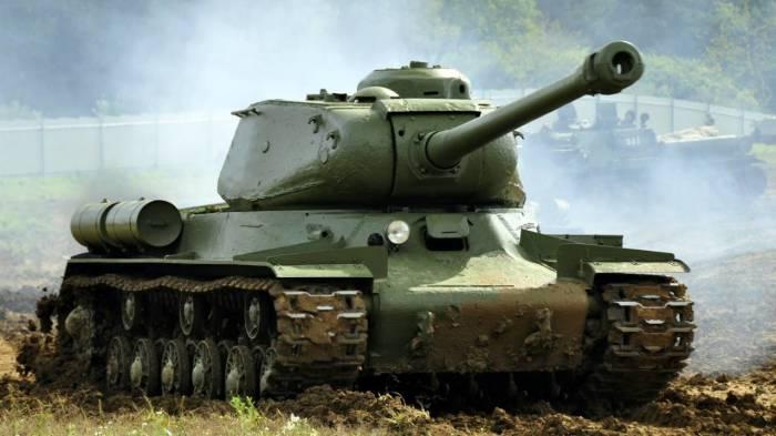 В основе ИС-2 лежит проверенная конструкция танка КВ. | Фото: topwar.ru.