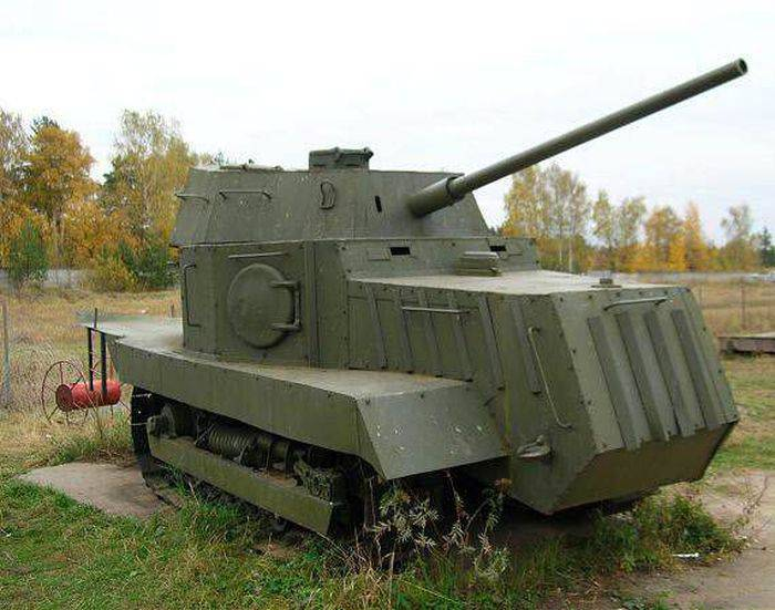 Бронированный трактор НИ-1, применявшийся при обороне Одессы. | Фото: topwar.ru.