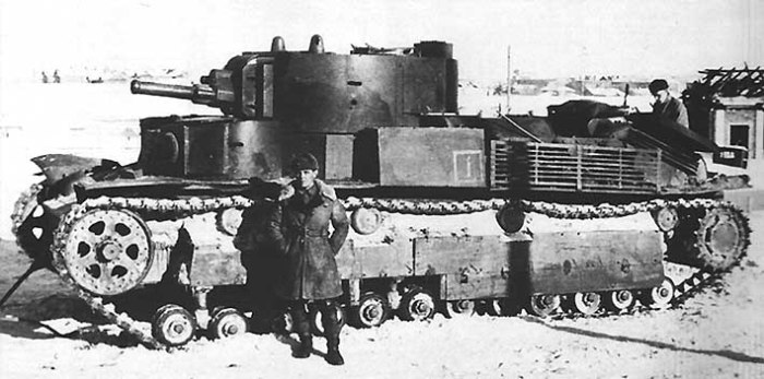 Советский средний танк Т-28. | Фото: dic.academic.ru.