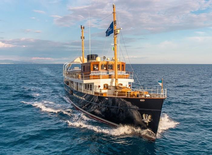 Яхта Taransay выполнена в «классическом» стиле 1930-х годов.